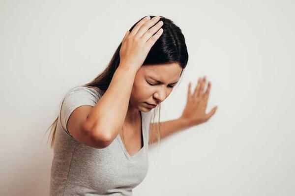 Khi bị chóng mặt thì nên massage bấm huyệt nào?
